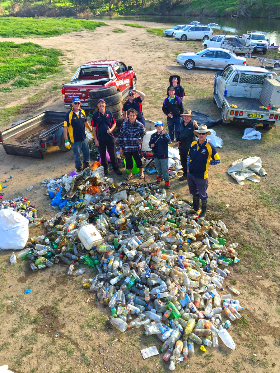 Members of the Inland Waterways Rejuvenation Association (Dubbo) regularly take time out to clean up their waterways. They are recreational fishers, but only one of many river users. This is NOT fishing rubbish.